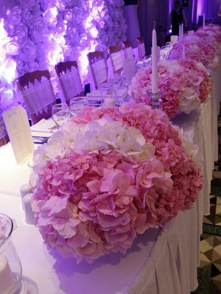 dekoracija stola za svadbe