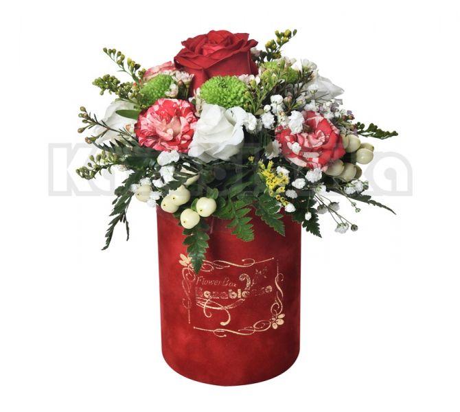 Ruža, mini ruže i lizijantus sa dekoracijom u kutiji