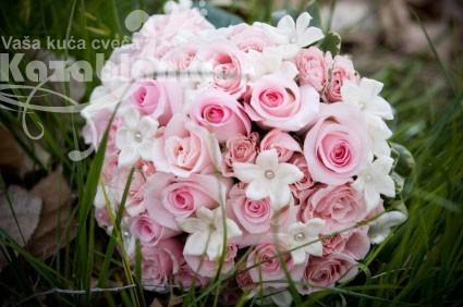 BDM 041. Bidermajer - Roze ruže, mini ruže,stefanotis, zelenilo