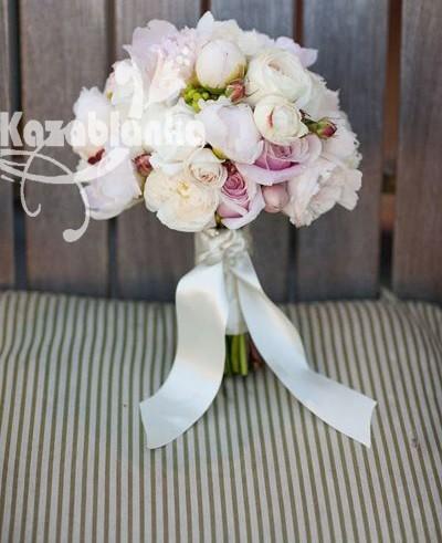 Bidermajer - Božuri, ruže i hiperikum