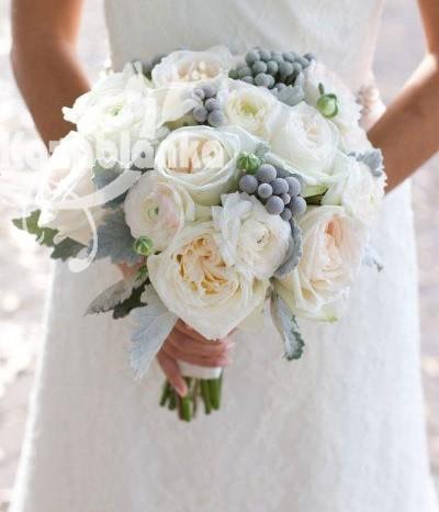 Bidermajer - Božuri, ruže i ranunculus sa dekoracijom